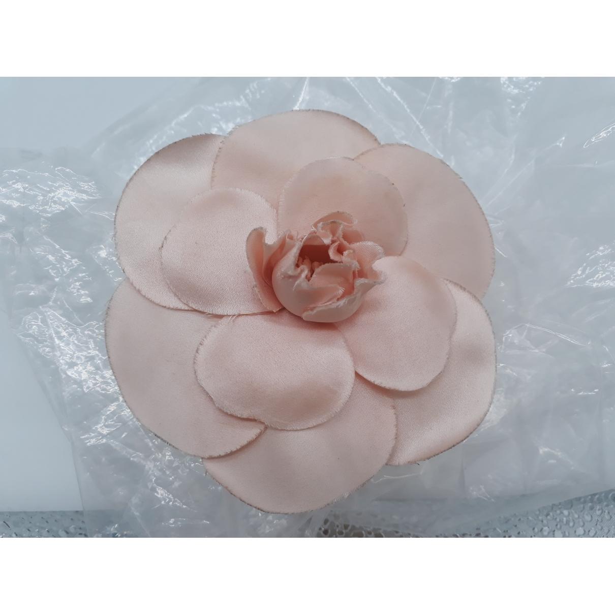 Chanel - Broche Camelia pour femme en soie - rose
