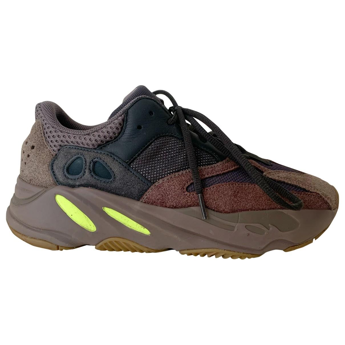 Yeezy X Adidas Boost 700 V1  Sneakers in  Braun Leinen