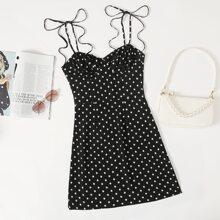 Kleid mit Knoten auf Schulter, Rueschen auf Bueste und Punkten Muster