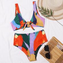 Bikini Badeanzug mit ueberaller Grafik und Knoten vorn