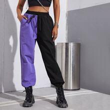 Hose mit Taillenband, schraegen Taschen und Farbblock