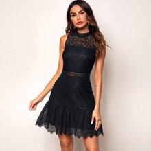 Kleid mit Guipure Spitzeneinsatz, Schosschensaum, Stickereien und Netzstoff
