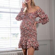Umstandsmode schulterfreies Kleid mit Rueschen und Blumen Muster