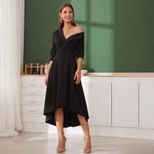Kleid mit Schalkragen und asymmetrischem Kragen