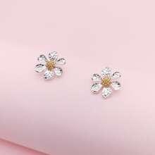 Ohrringe mit Blumen und Nieten Dekor