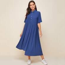 Kleid mit Taschen Flicken und asymmetrischem Saum