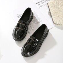 Loafers mit Schnalle Dekor und weiter Passform