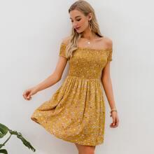 Schulterfreies Kleid mit Raffung und Blumen Muster