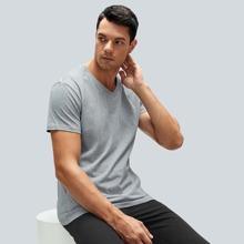 Einfarbiges T-Shirt mit V-Kragen