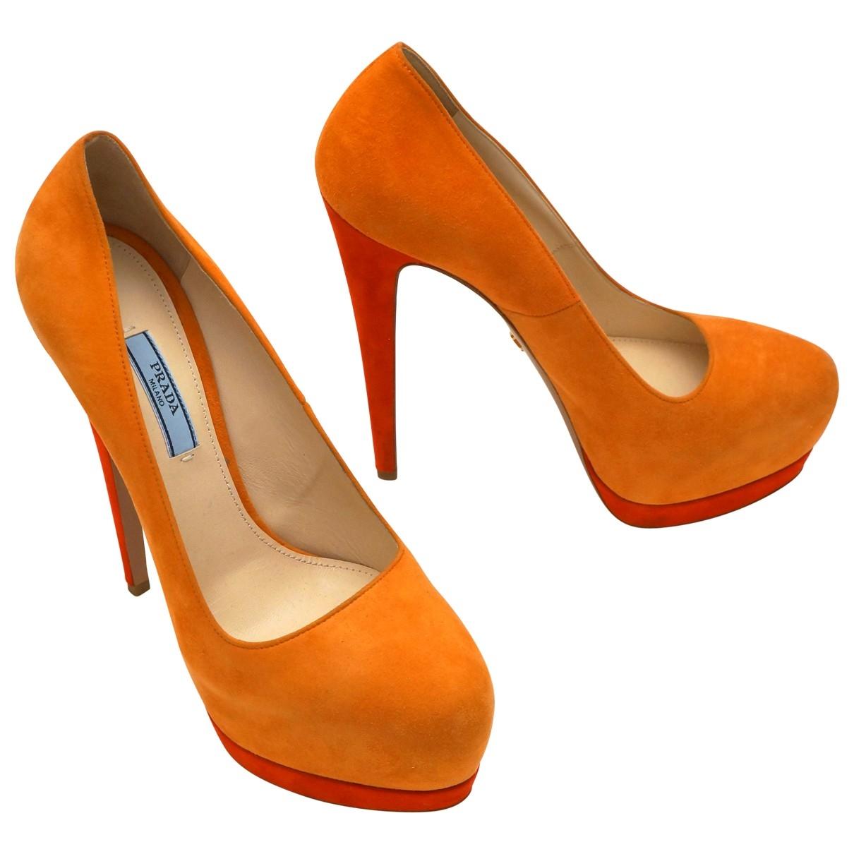 Prada \N Pumps in  Orange Veloursleder