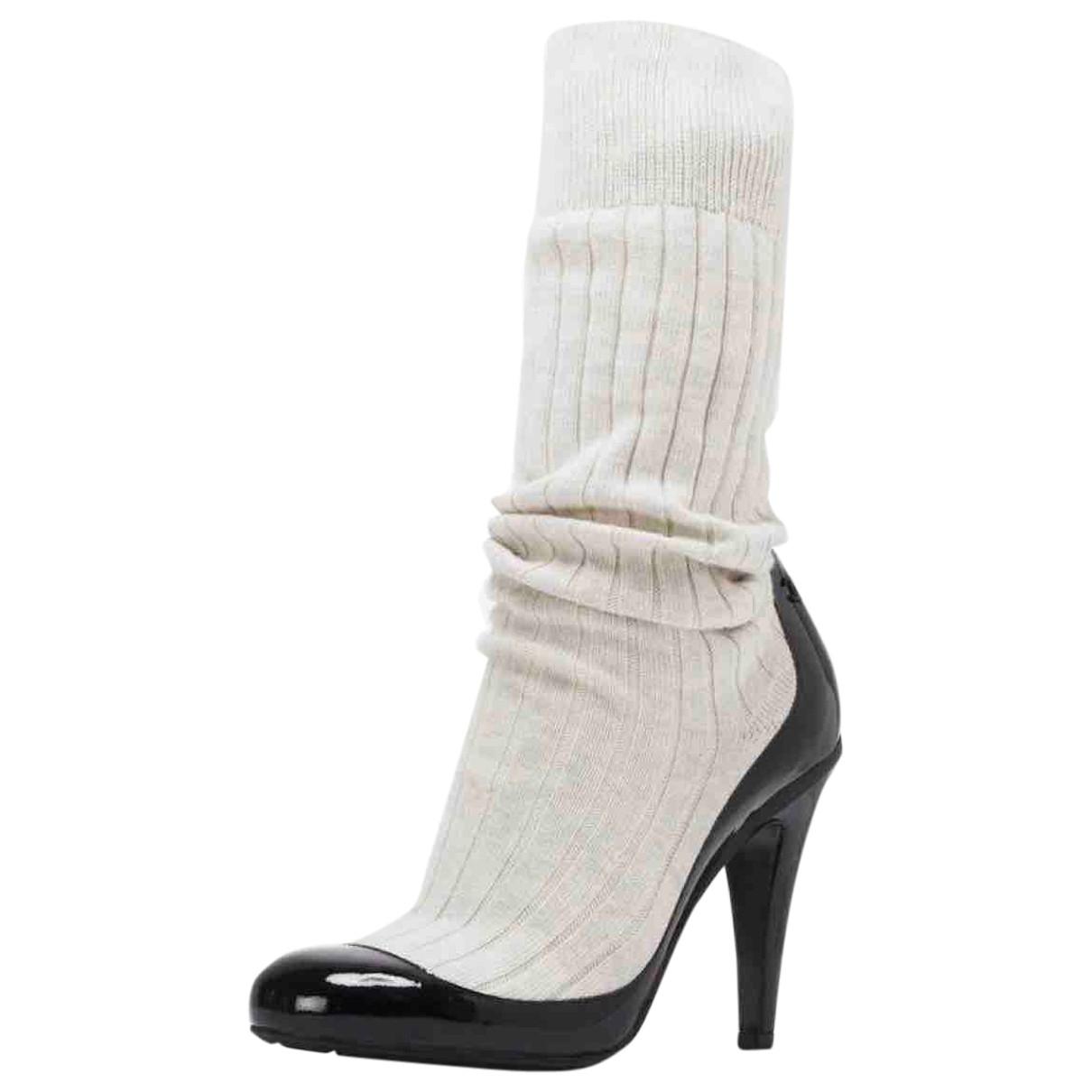 Chanel \N Stiefel in  Weiss Lackleder
