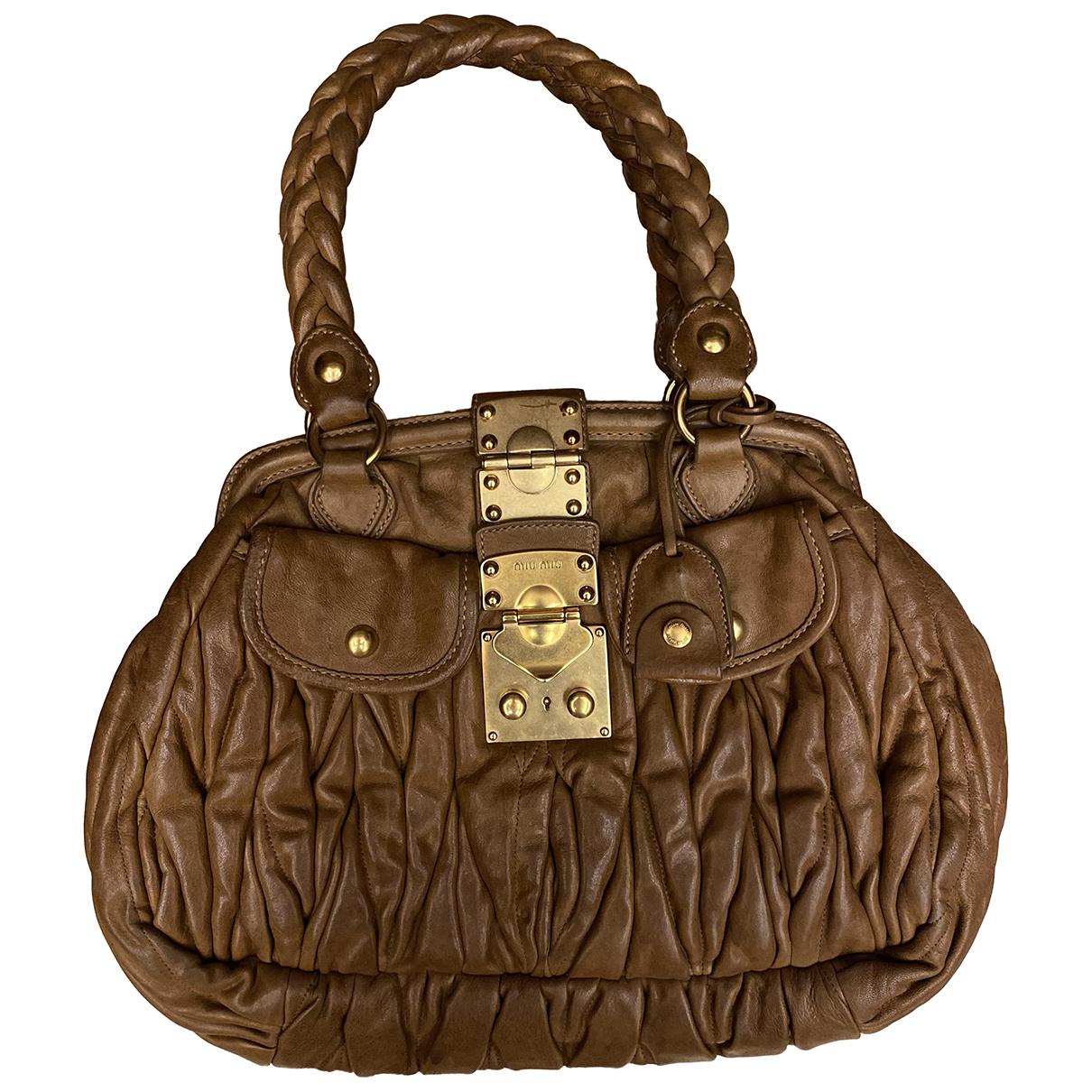 Miu Miu Matelasse Handtasche in  Kamel Leder