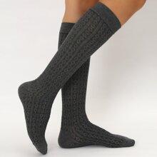 Lange Socken mit Geometrie Muster
