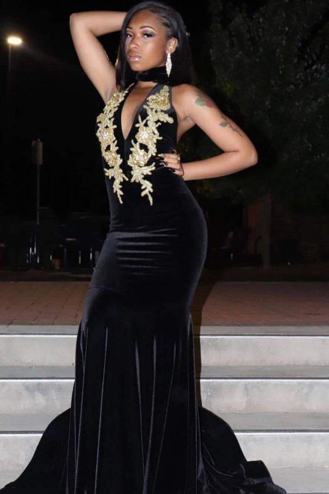 Neckholder Keyhole Ausschnitt Golden Appliques Black Velvet Mermaid Abendkleider