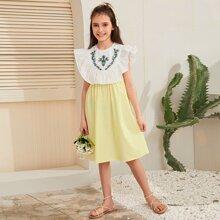 Vestido de niñas con bordado de flor de color combinado ribete fruncido