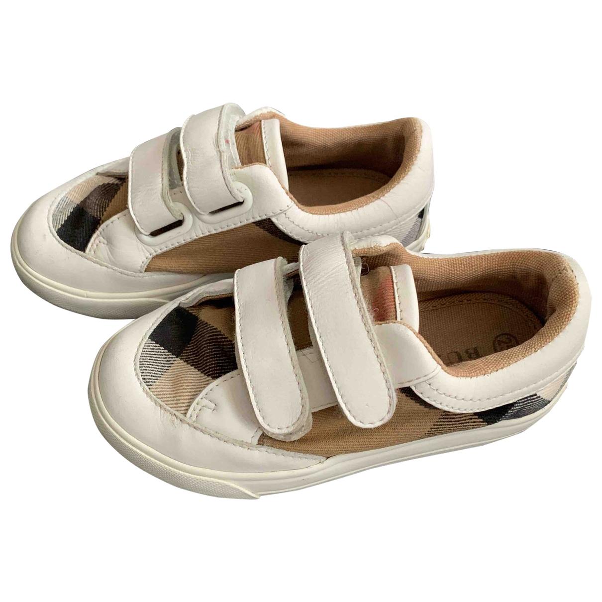 Burberry \N Sneakers in Leinen