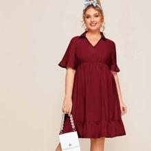 Einfarbiges Kleid mit Schosschenaermeln und Rueschenbesatz