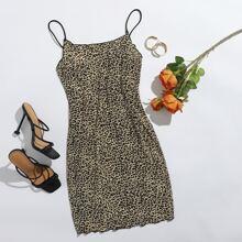 Kleid mit Leopard Muster und gekraeuseltem Saum