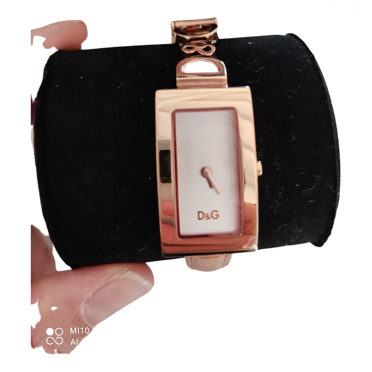 D&g N Gold Gold plated watch for Women N