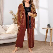 Samt Pajama Set mit Kontrast Einsatz und Guertel