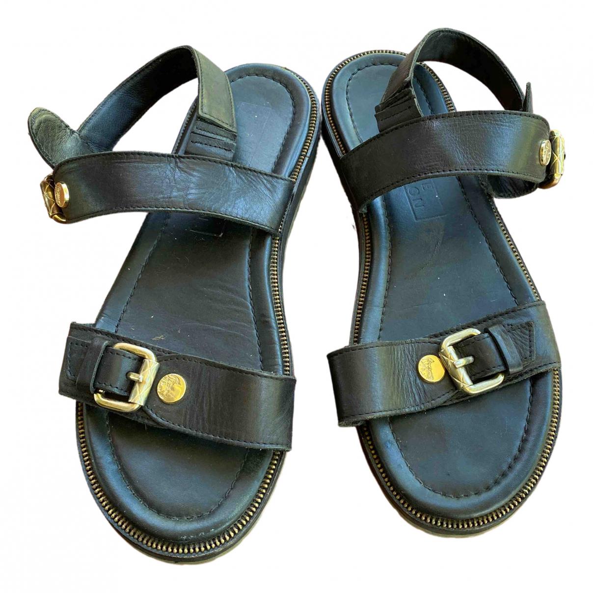 Versace \N Sandalen in  Schwarz Leder