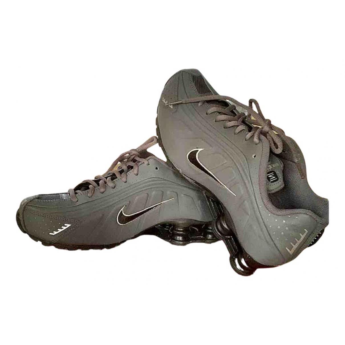 Nike Shox Sneakers in  Grau Leder