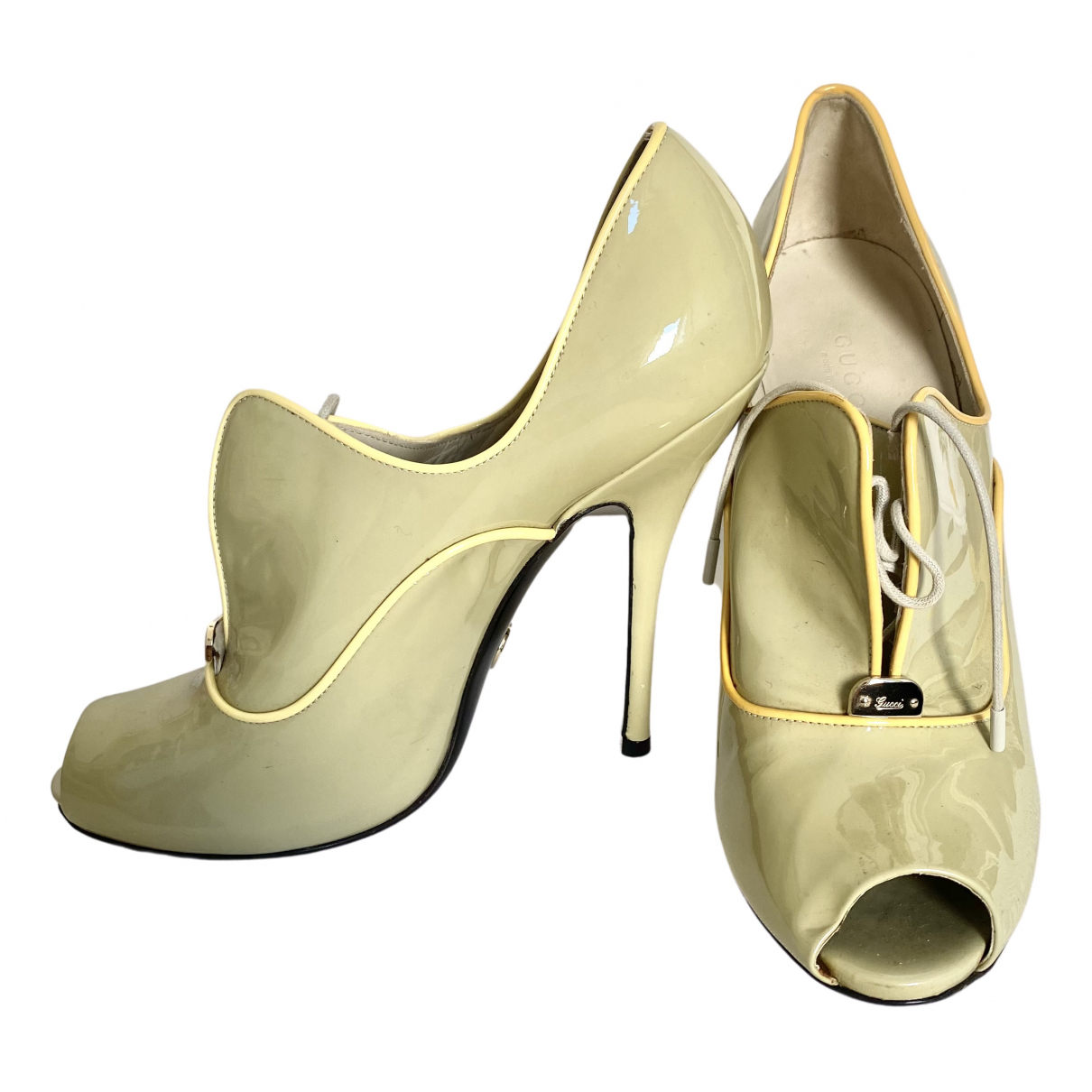 Gucci \N Pumps in  Grau Lackleder