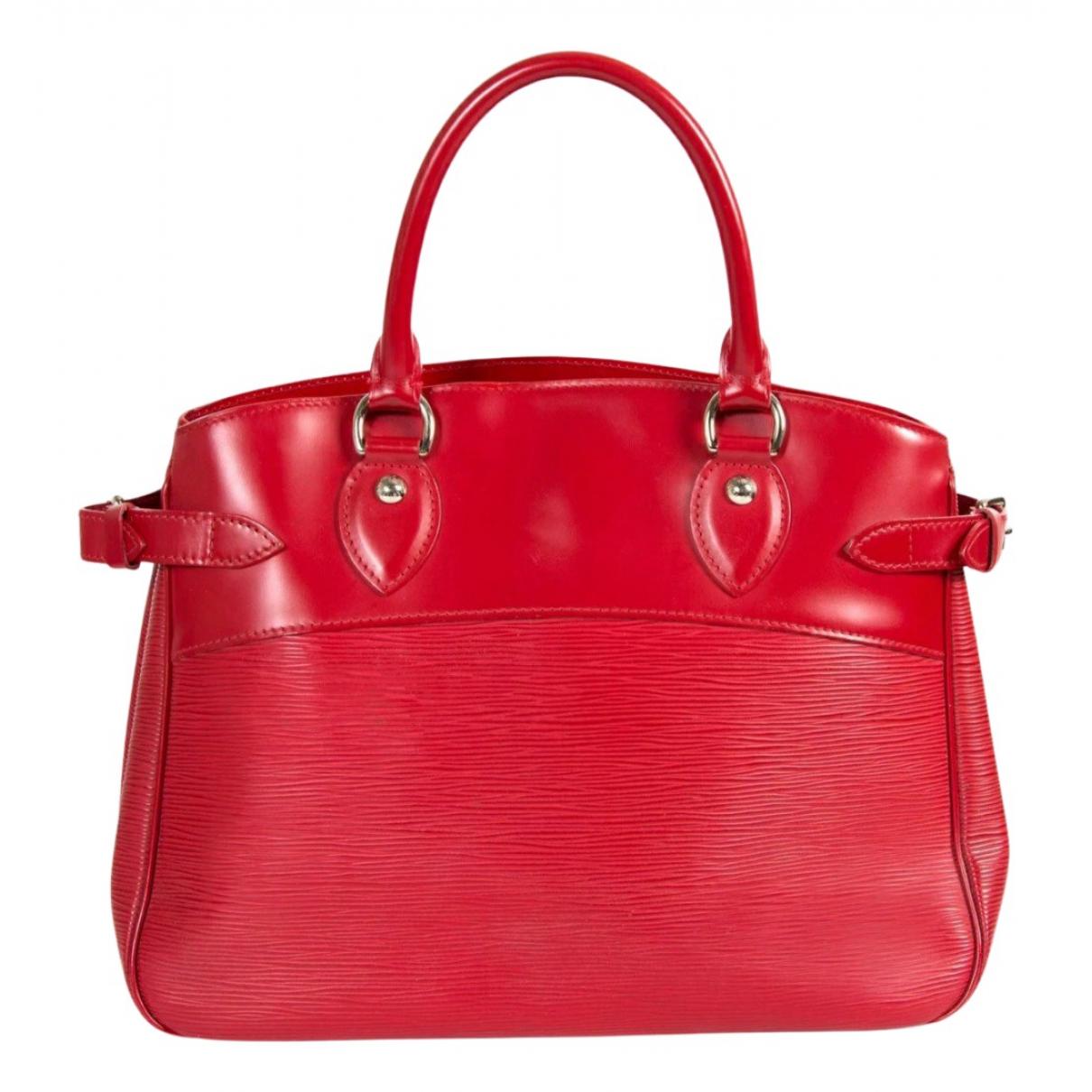 Louis Vuitton Passy Handtasche in  Rot Leder