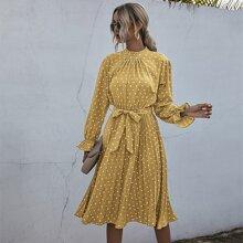 Kleid mit Punkten Muster, Ruesche am Kragen, Falten und Guertel