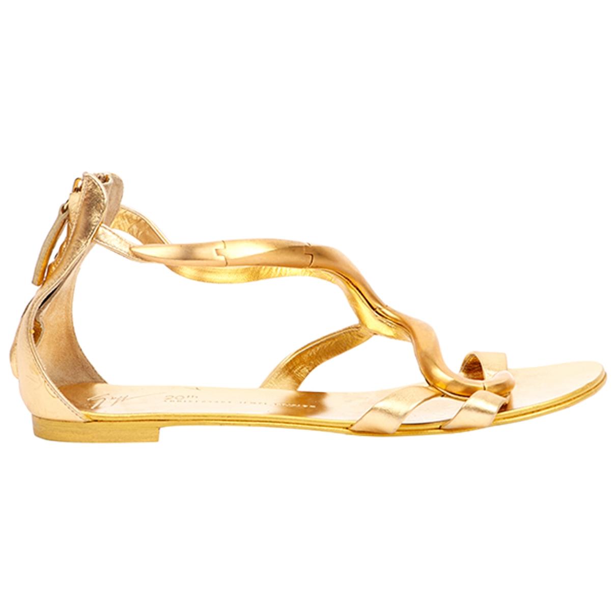 Giuseppe Zanotti \N Sandalen in  Gold Leder