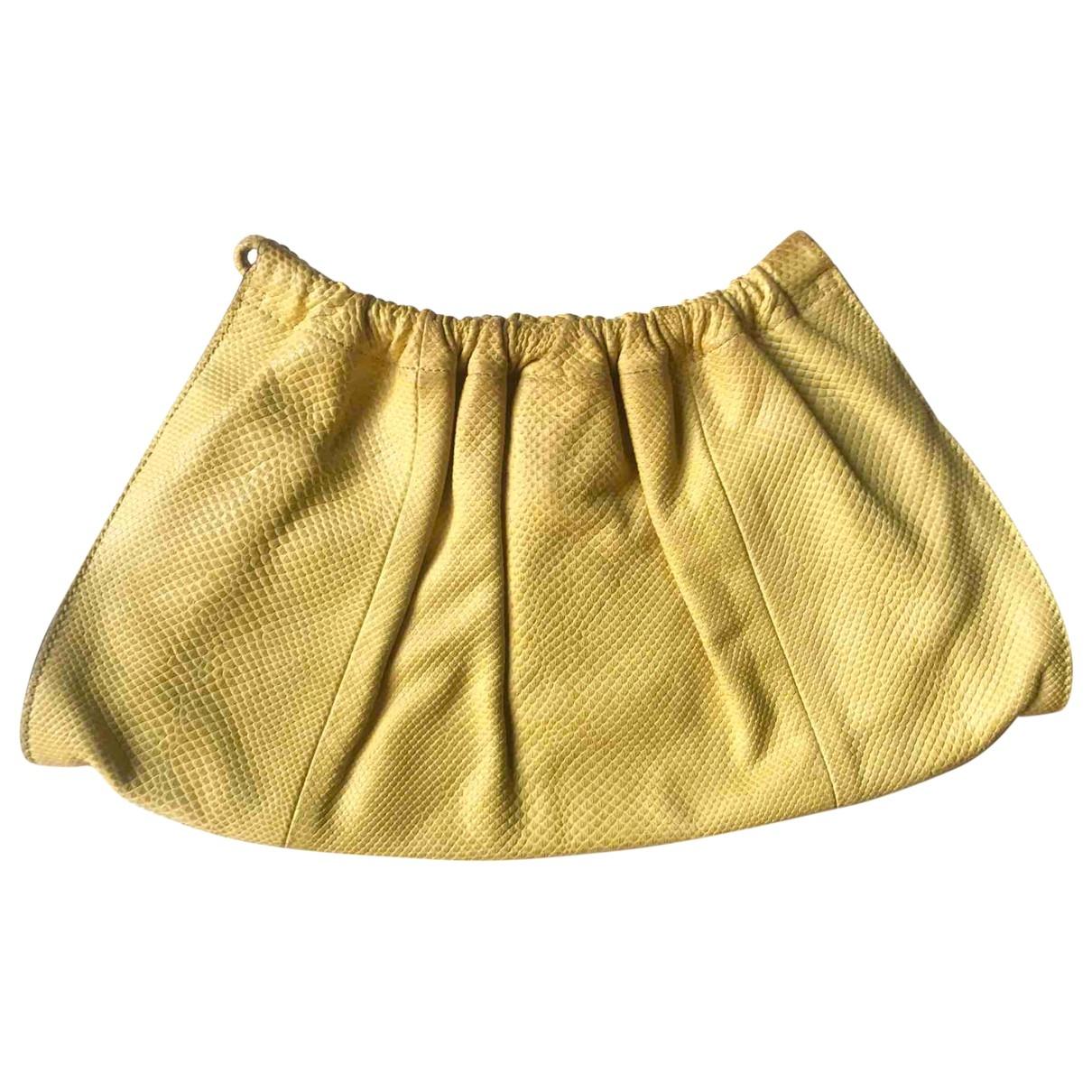 Gucci \N Clutch in  Gelb Waran