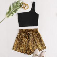 Strick Top mit einer Schulter & Shorts Set mit Selbstguertel und Schlangenleder