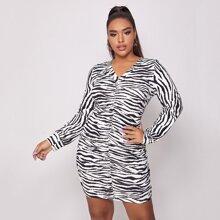 Figurbetontes Kleid mit Zebra Streifen und Rueschen