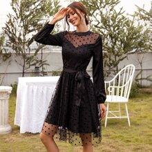 Kleid mit Guertel, Punkten Muster und Netzstoff