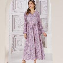 Kleid mit Bluemchen Muster und Schosschenaermeln