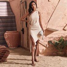 Kleid mit einer Schulter und asymmetrischem Saum