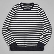 Pullover mit Streifen und rundem Kragen