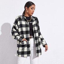 Mantel mit sehr tief angesetzter Schulterpartie, Taschen Flicken und Karo Muster