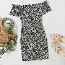 Schulterfreies Kleid mit Bluemchen Muster und gekraeuseltem Saum