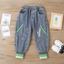 Jeans mit Streifen & Buchstaben Grafik