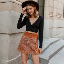 Falda de ante con bordado floral