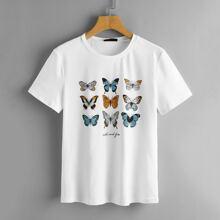 Camiseta con estampado de letra con mariposa