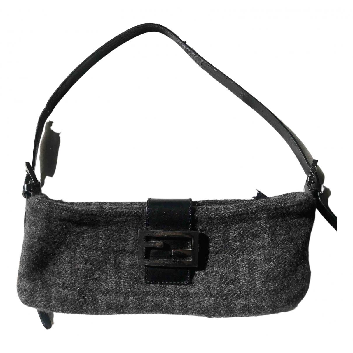 Fendi Baguette Black Wool Clutch bag for Women \N