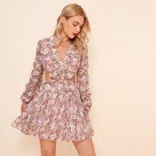Chiffon Kleid mit Rueschenbesatz, Ausschnitt um die Taille und Blumen Muster