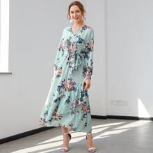 Kleid mit Blumen Muster, Wickel Design, Guertel, Ruesche und asymmetrischem Saum