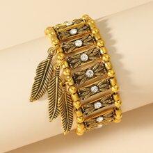 Armband mit Blatt Dekor und Lochern