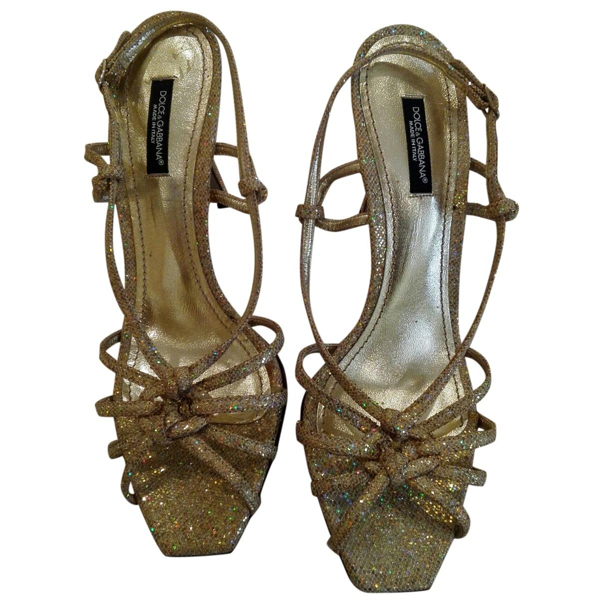 Dolce & Gabbana \N Pumps in  Gold Mit Pailletten