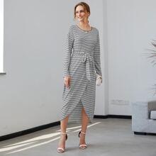 Kleid mit Streifen, Tulpesaum und Guertel