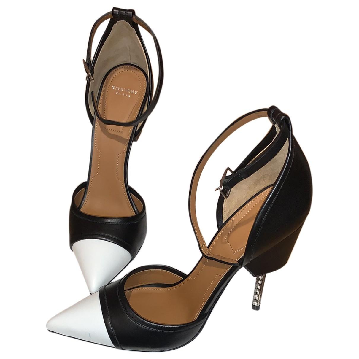 Givenchy \N Pumps in  Schwarz Leder