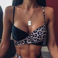 Bikini Top mit Kontrast Leopard Muster und Knoten vorn
